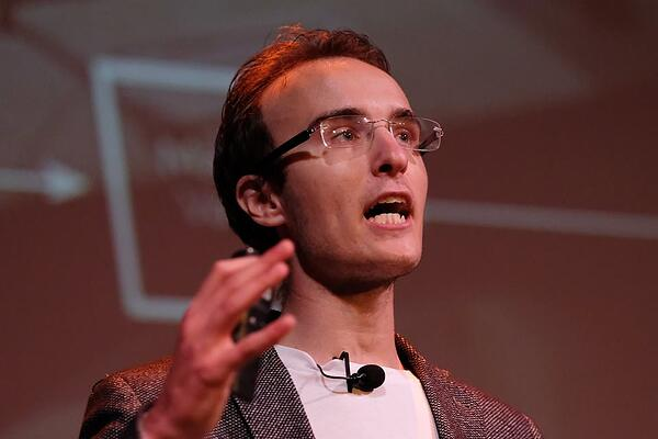 MakersValley founder and CEO, Alessio Iadicicco, speaks at Parallel18 Demo Day. - MakersValley Blog