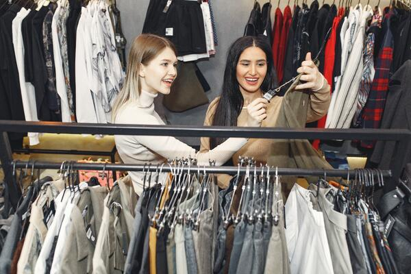 How Do Fashion Supply Chain Logistics Impact the Customer Experience?