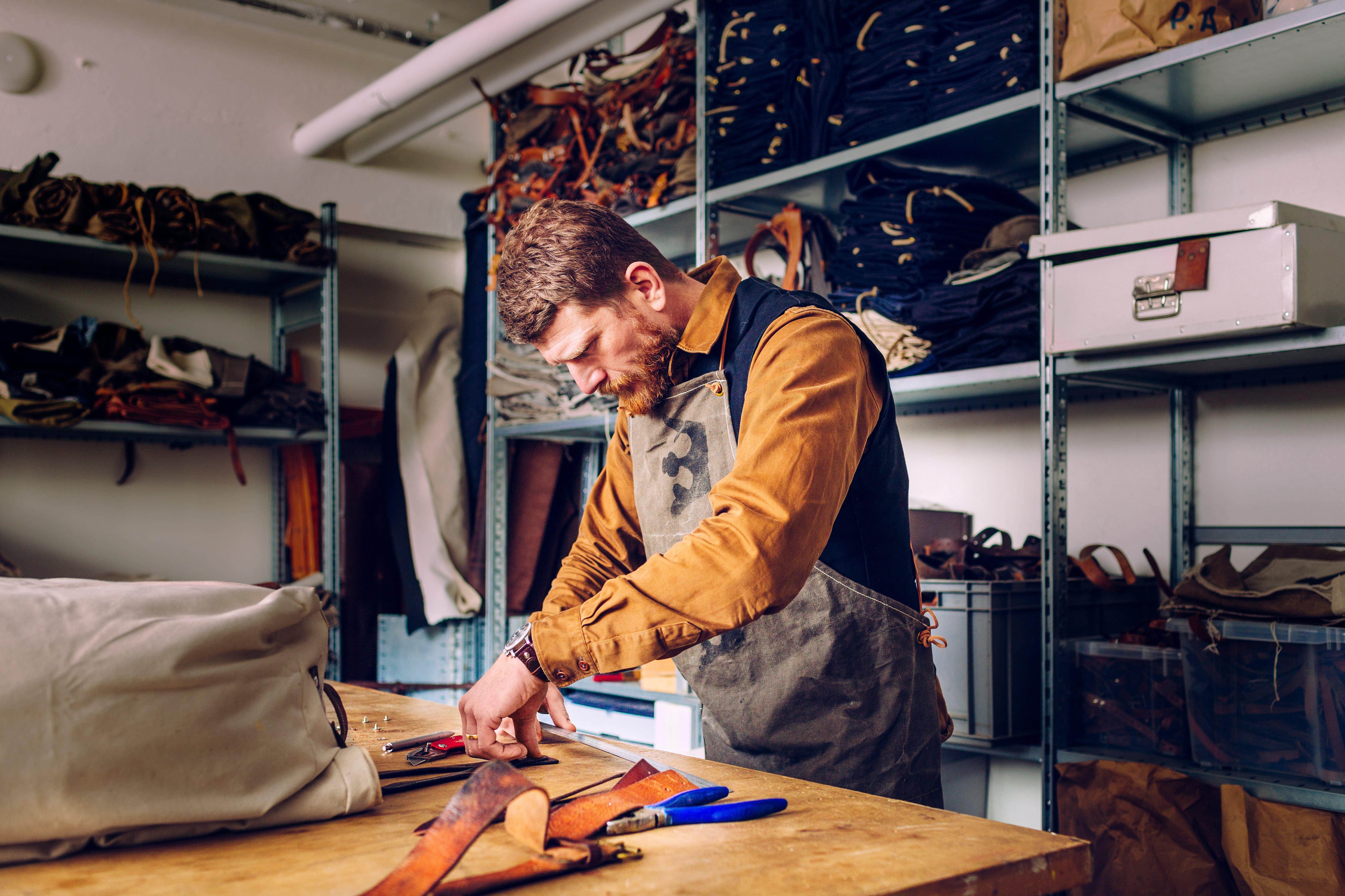 handbag maker